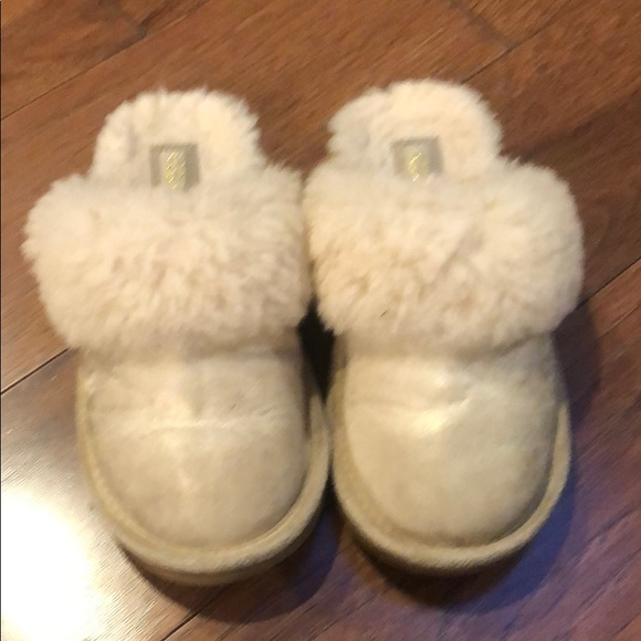 UGG SLIPPERS SIZE 1